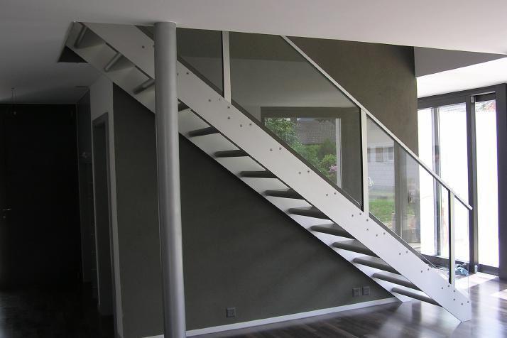 Barandillas escaleras interiores amazing de acero for Escaleras de aluminio para interiores